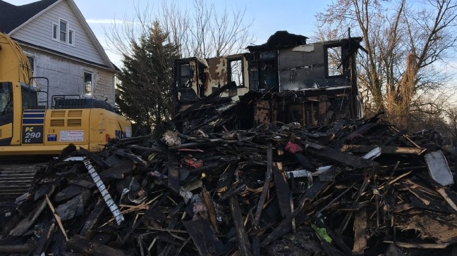 Community comes together after Baltimore house fire killed 6