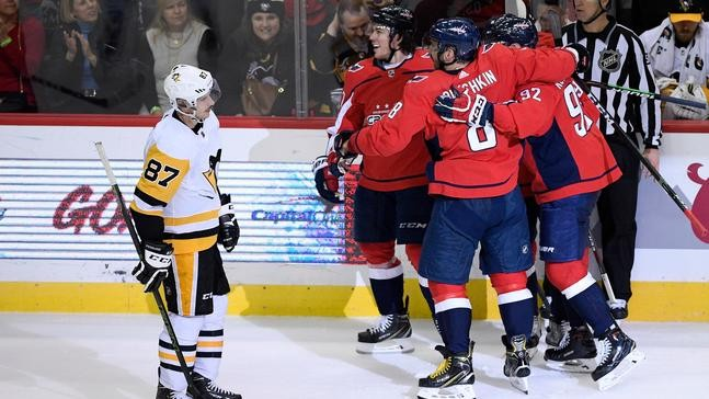 f186659fed6 VIEW ALL PHOTOS. Washington Capitals right wing T.J. Oshie (77) ...