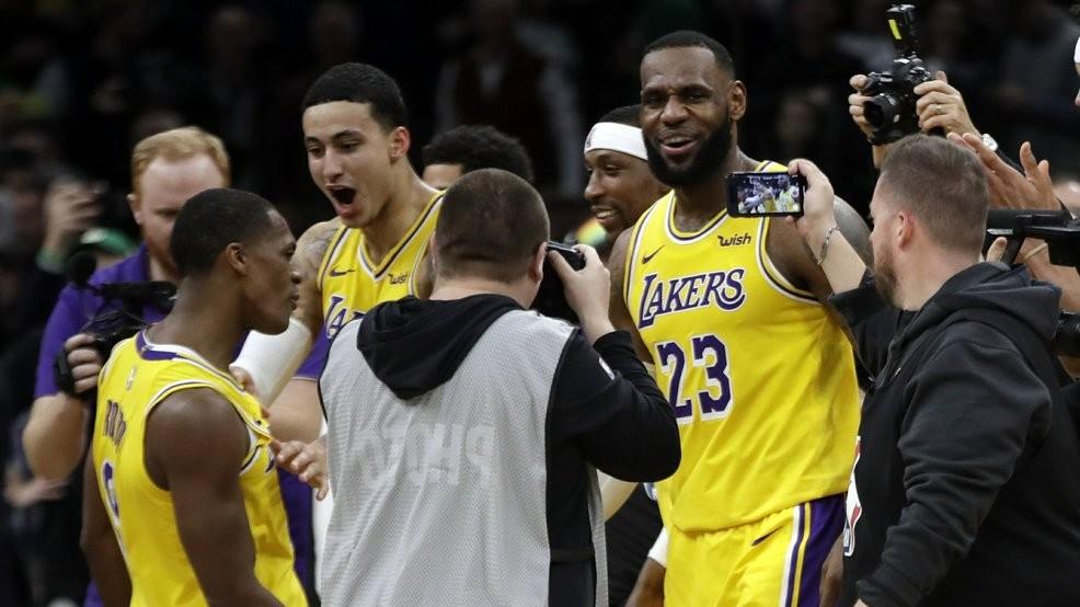 Rajon Rondo s jumper at buzzer lifts Lakers over Celtics  4d202ec2b